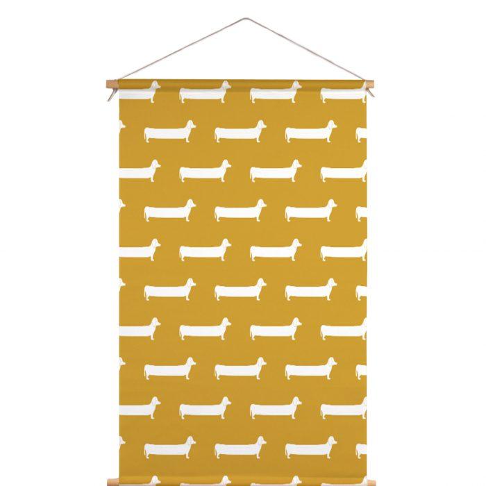 Textielposter teckel okergeel Studio Maas